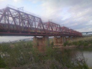 向こう岸への架け橋